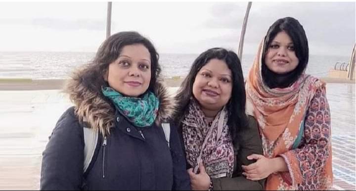 তিন মেয়েই ঢাকা বিশ্ববিদ্যালয়ের শিক্ষক, গর্বিত বাবা-মা